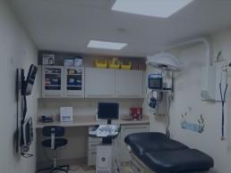 Cabinet médical aménagé par containers