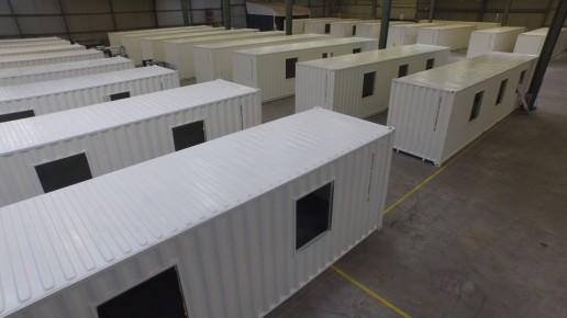 Containers 40 pieds pour logements, en cours de fabrication