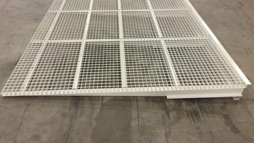 Rampe d'accès sur-mesure LS Container avec peinture et anti-rouille.